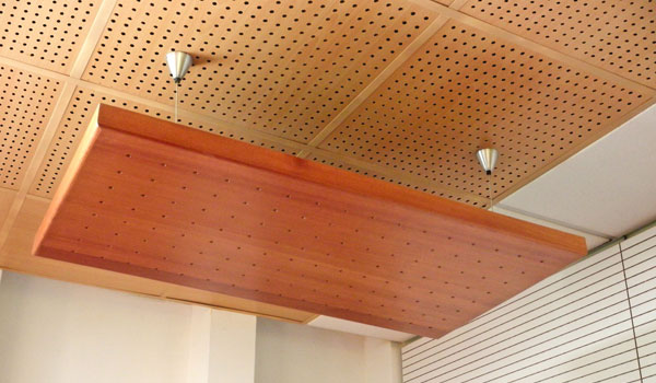 Paneles acusticos de madera finest pnel acstico c with for Panel perforado madera